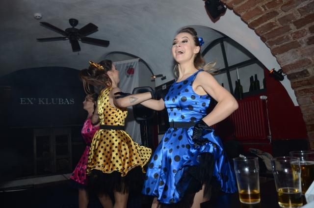 """""""Dolce Vita"""" šokių šou programa, pasirodymas: rock'n'roll šokis draugų vakarėlyje"""