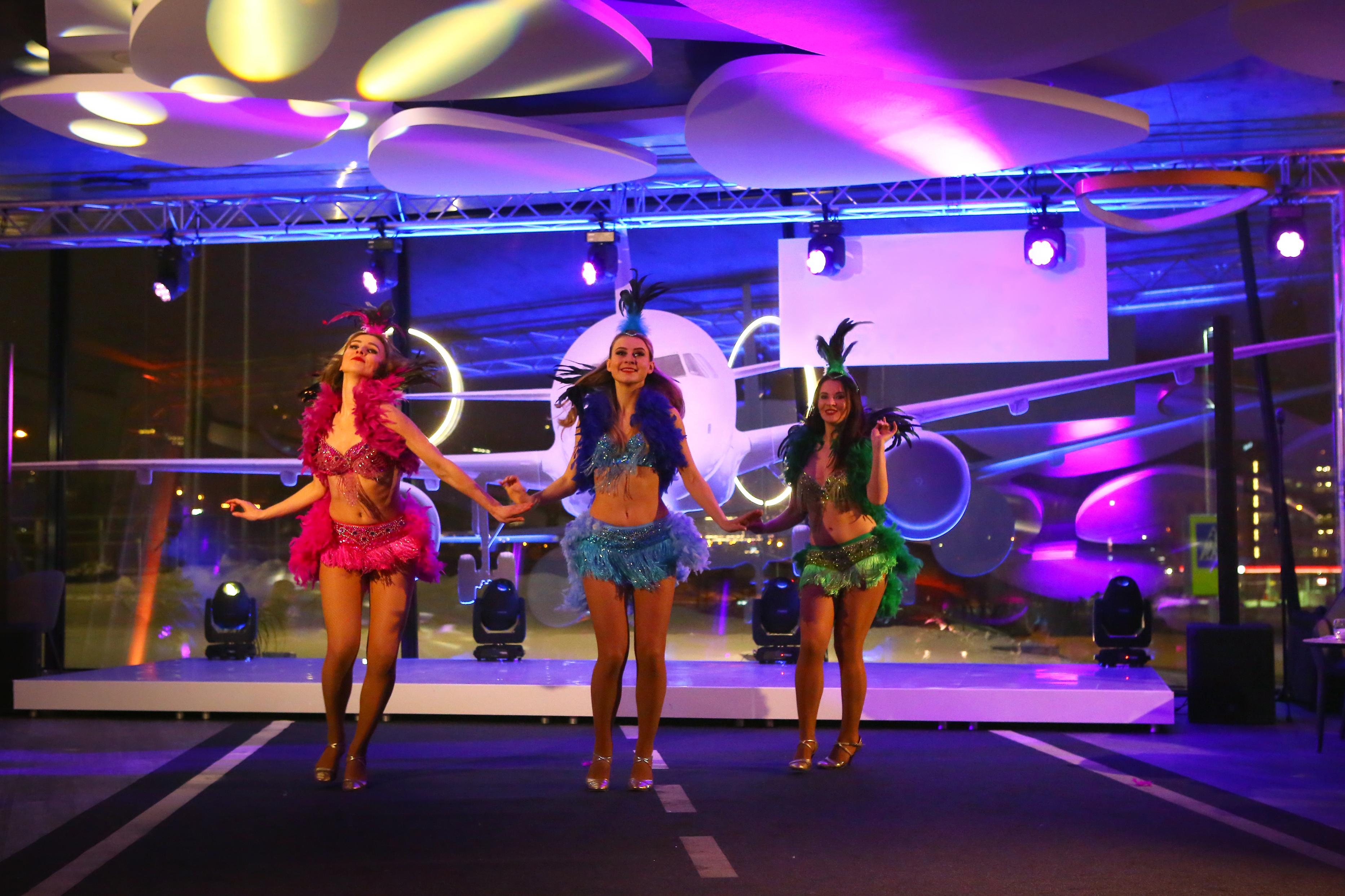 """""""Dolce Vita"""" šokių šou programa: braziliškas šokis teminiame įmonės vakarėlyje"""