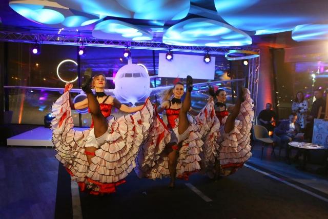 """""""Dolce Vita"""" šokių šou programa: kankanas teminiame įmonės vakarėlyje"""