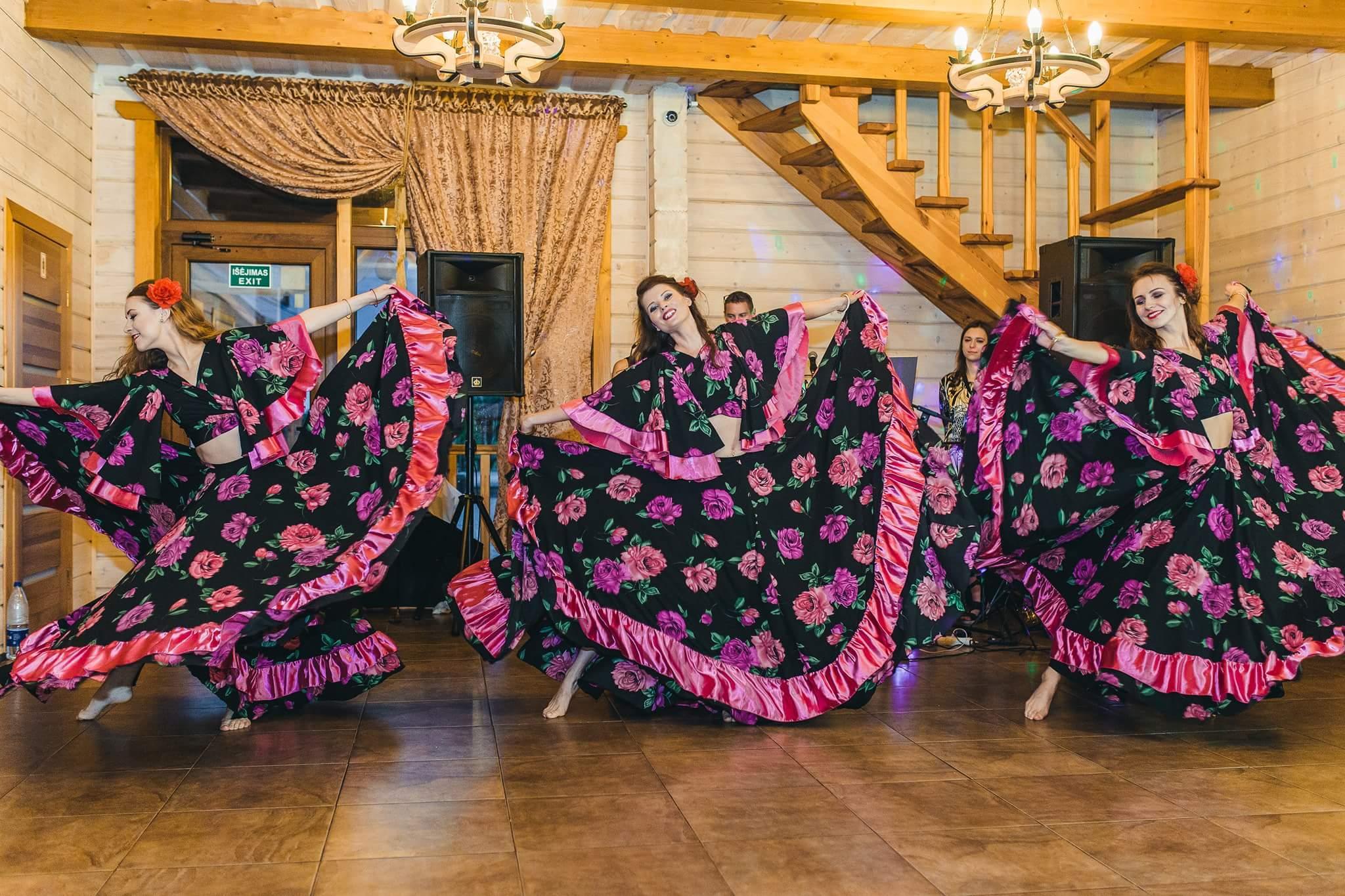 """""""Dolce Vita"""" šokių šou programa vestuvėse: čigoniškas šokis"""